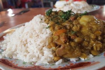 plat bolivien traditionnel aji de lentejas